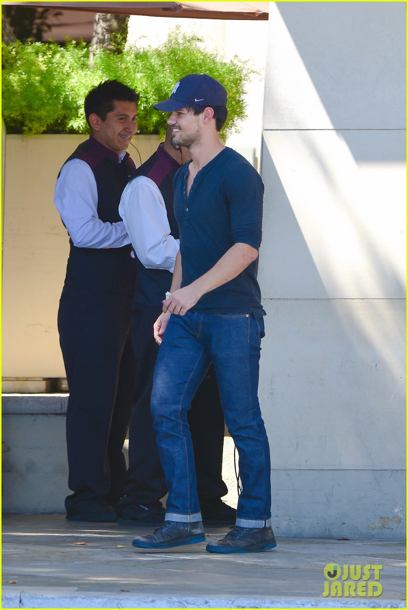 taylor lautner fantastically talanted does his own stunts 043114934