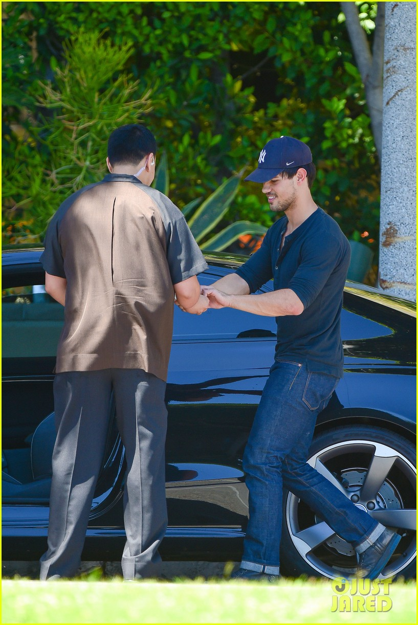 taylor lautner fantastically talanted does his own stunts 063114936