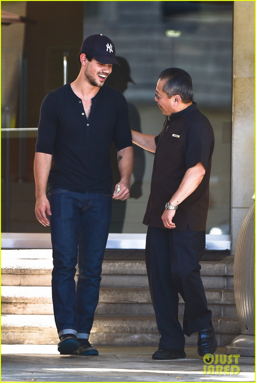 taylor lautner fantastically talanted does his own stunts 083114938
