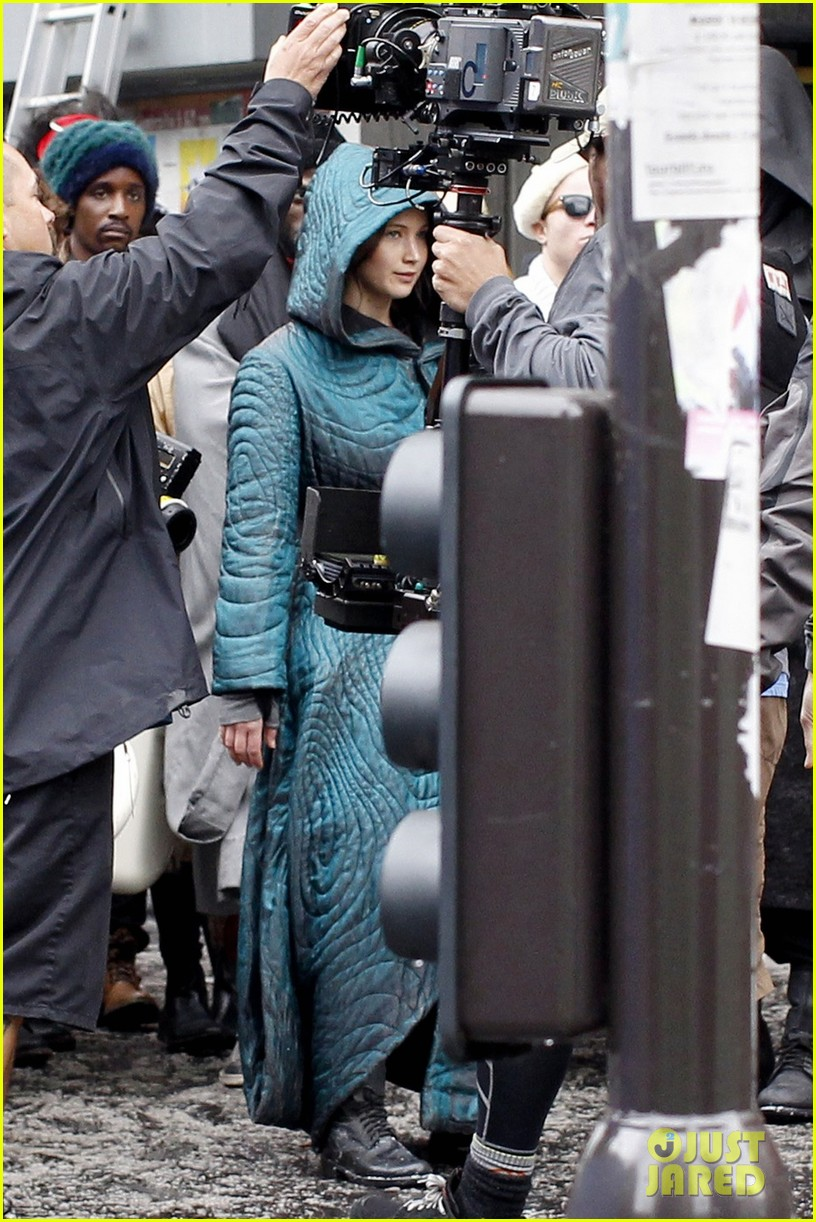 jennifer lawrence covers up her costume for hunger games 013107451