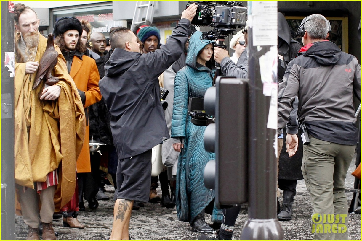 jennifer lawrence covers up her costume for hunger games 023107452
