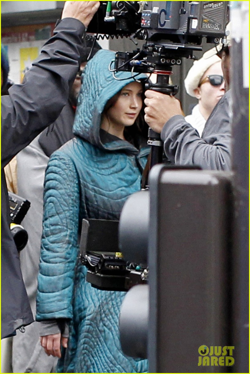 jennifer lawrence covers up her costume for hunger games 033107453