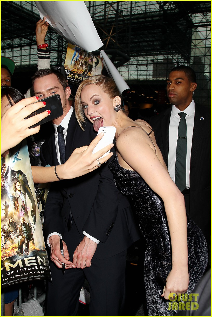 jennifer lawrence crazy faces at x men premiere 033110536