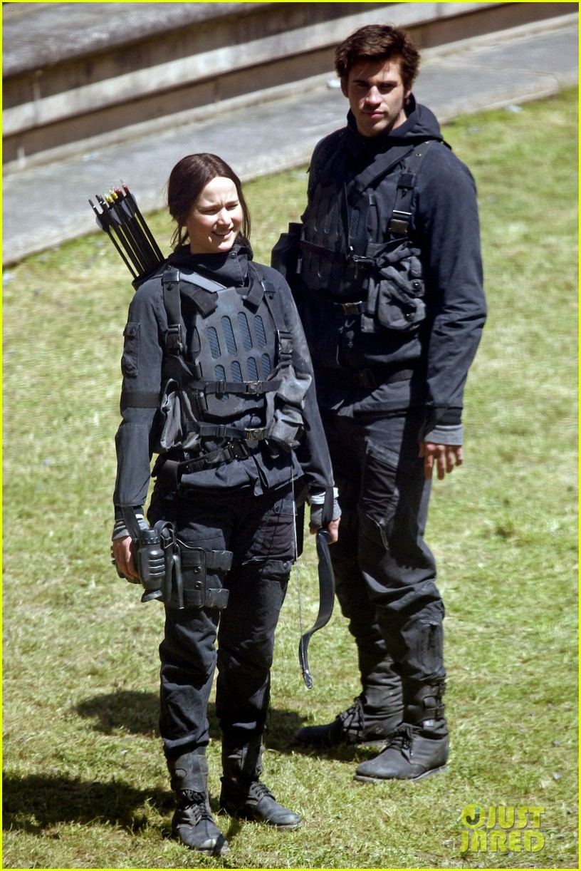 jennifer lawrence hunger games cast film after first look images revealed 023114072
