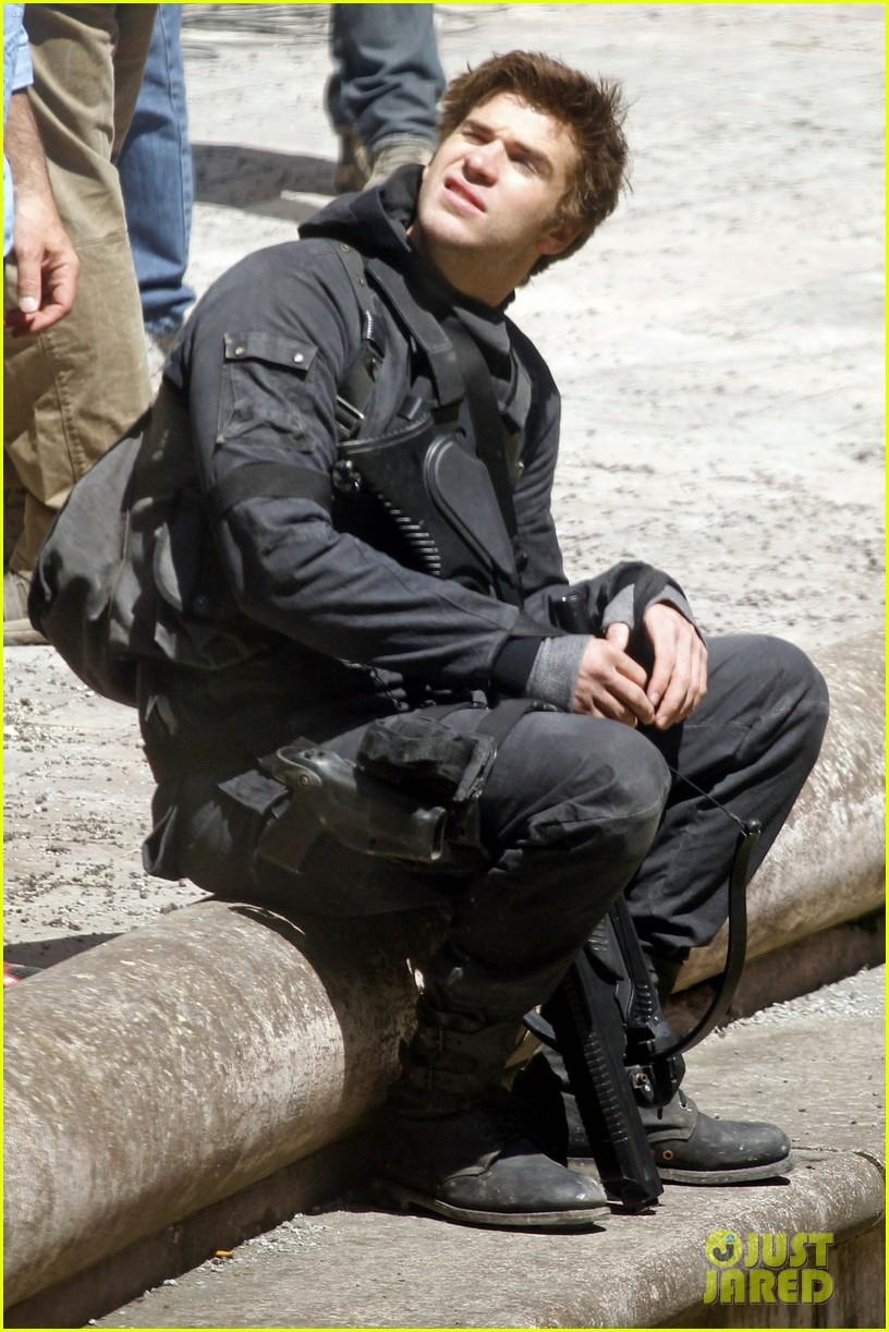 jennifer lawrence hunger games cast film after first look images revealed 043114074