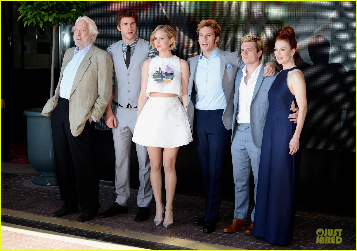 jennifer lawrence midriff mockingjay part 1 cannes photo call 033115484
