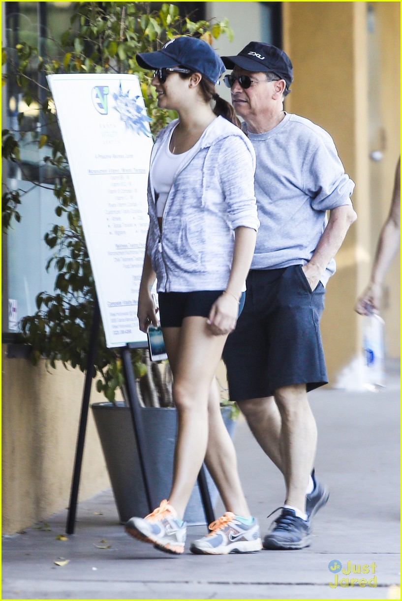 lea michele hike parents funny girl 01