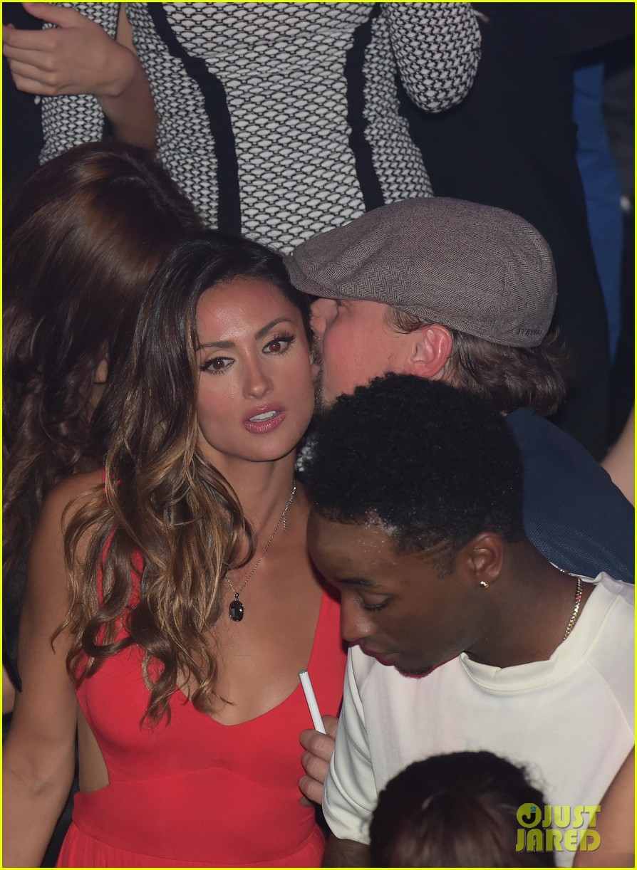 leonardo dicaprio surrounded by ladies at cannes 073118142