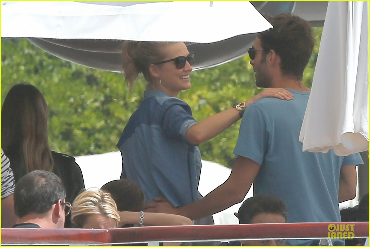 leonardo dicaprio toni garrn grab lunch with mom 08