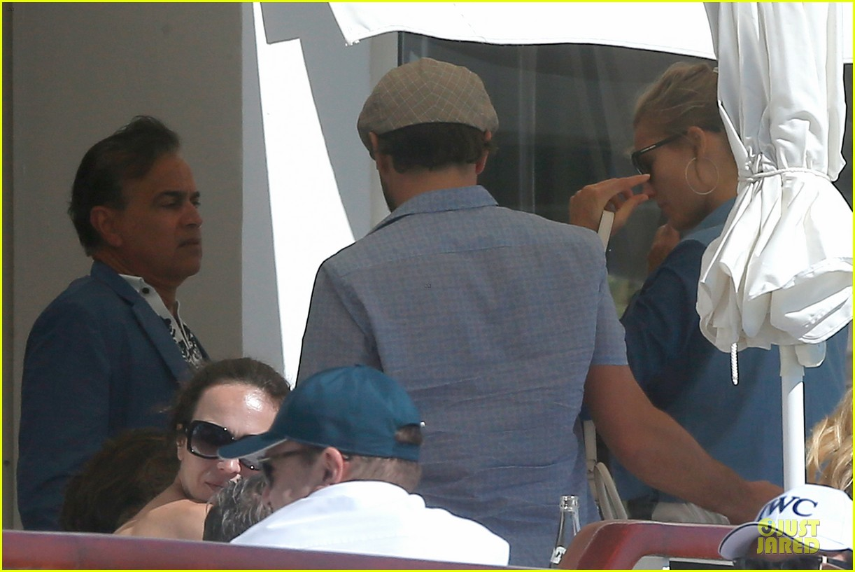 leonardo dicaprio toni garrn grab lunch with mom 11