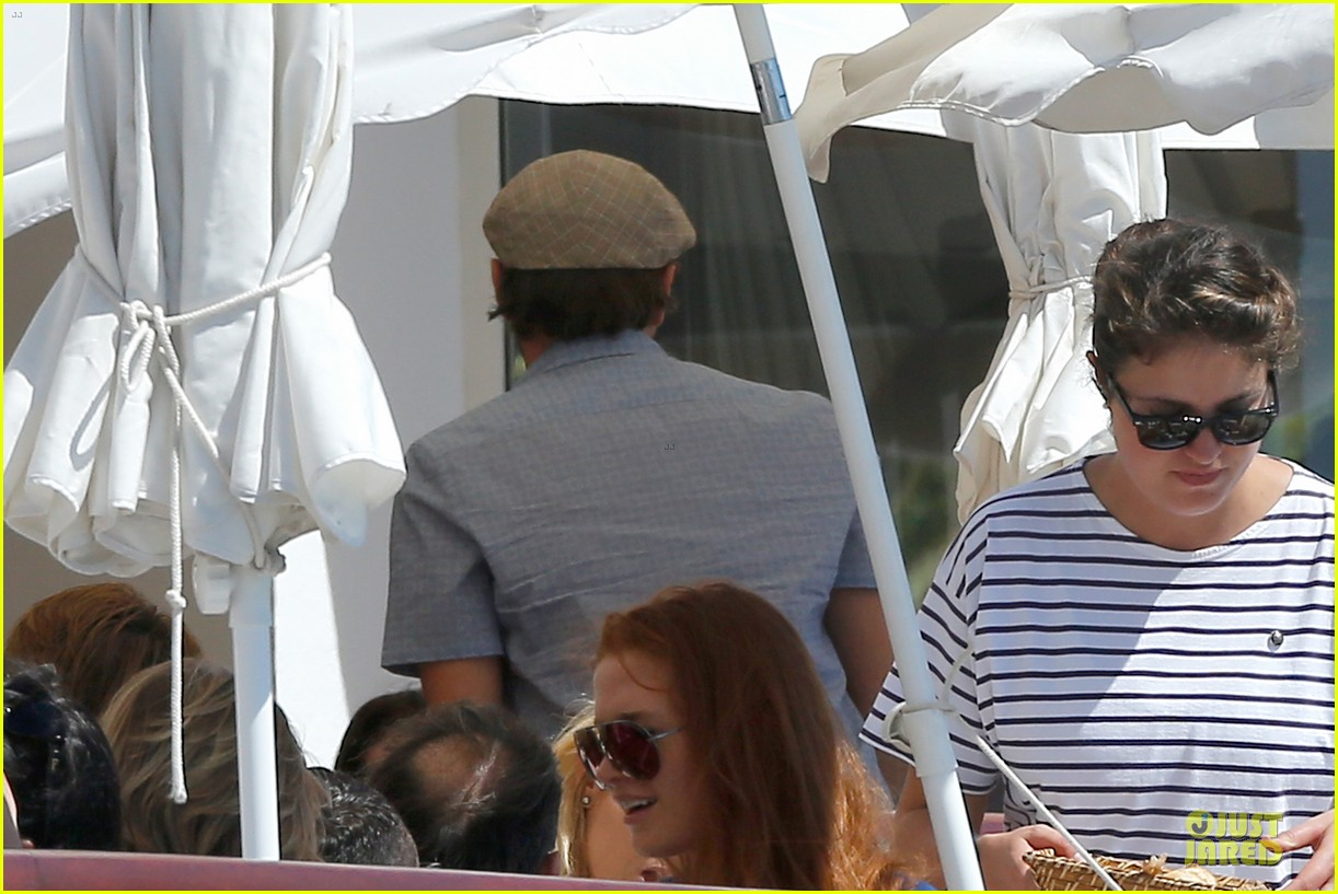 leonardo dicaprio toni garrn grab lunch with mom 133121232