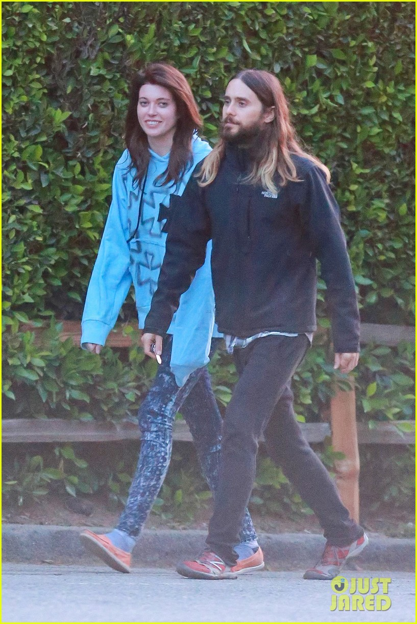 jared leto goes for a hike with a female companion 013109489