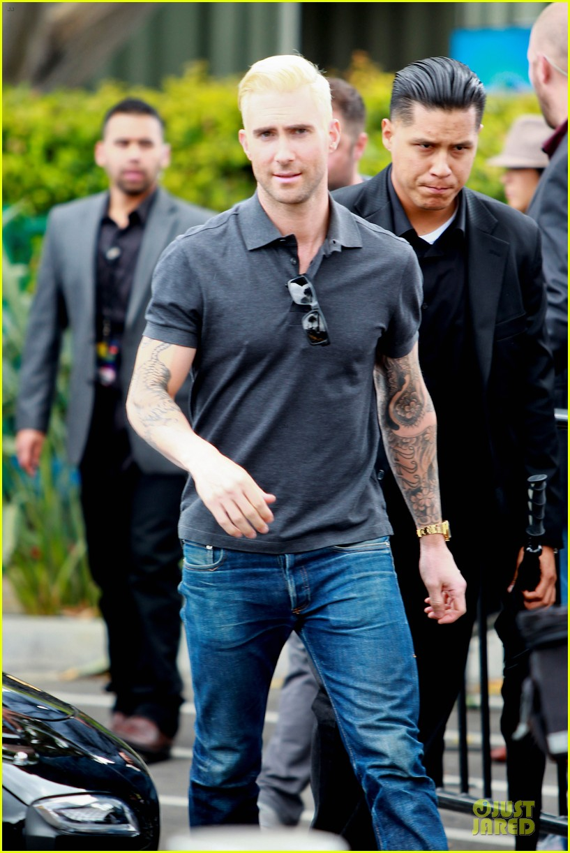 adam levine considers shaving head now 07