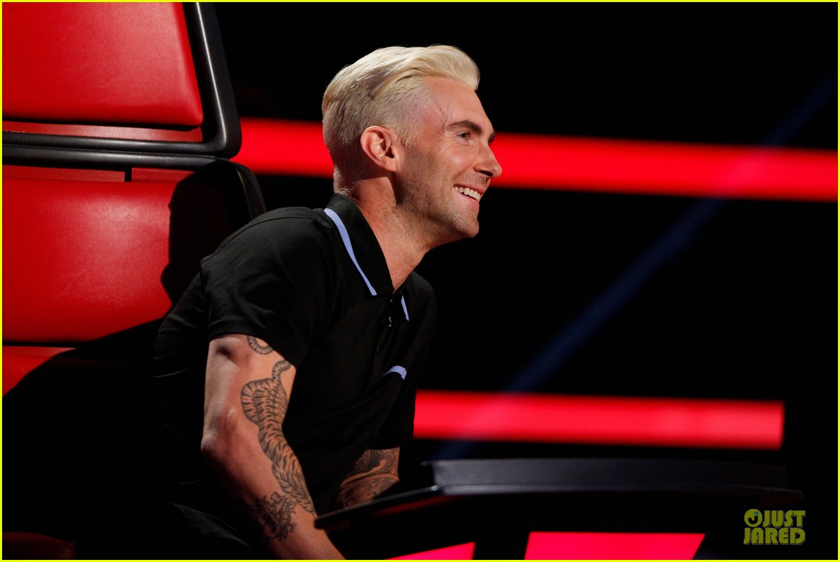 adam levine smile blond hair the voice 043106644