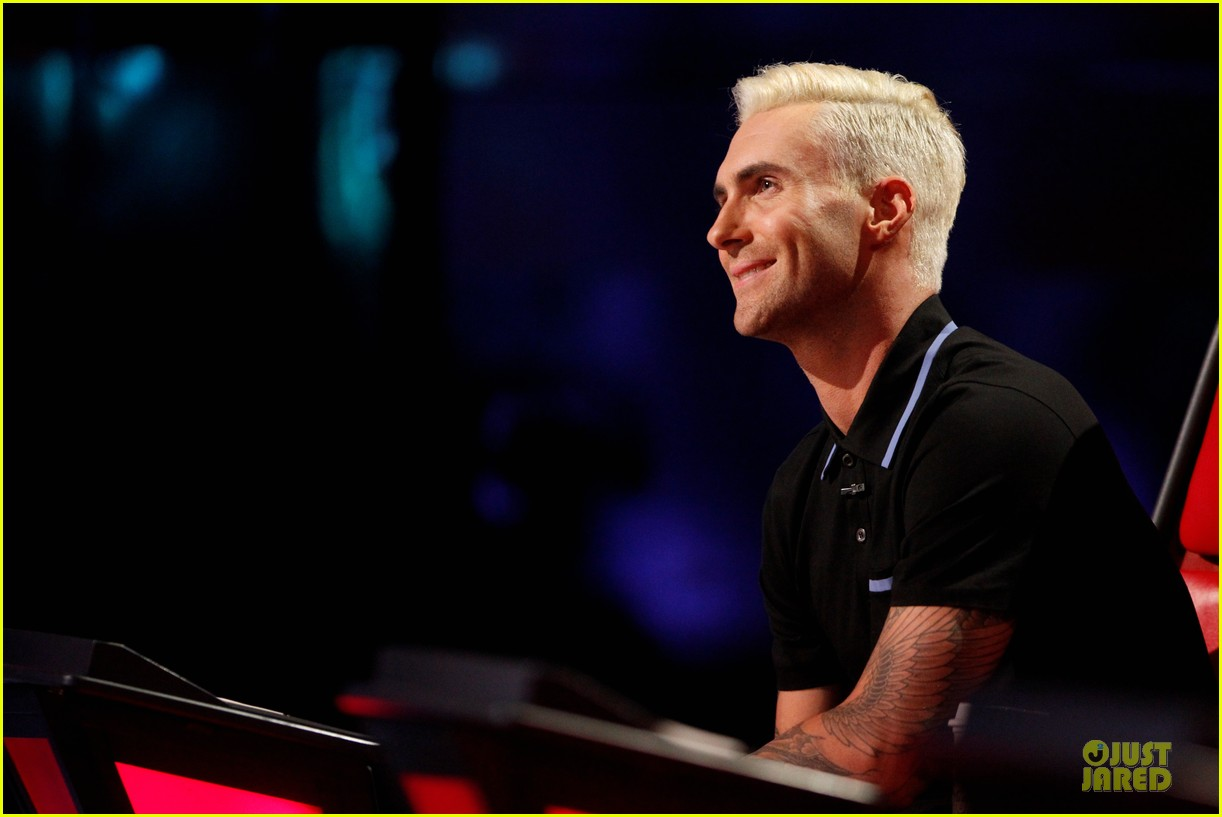 adam levine smile blond hair the voice 053106645