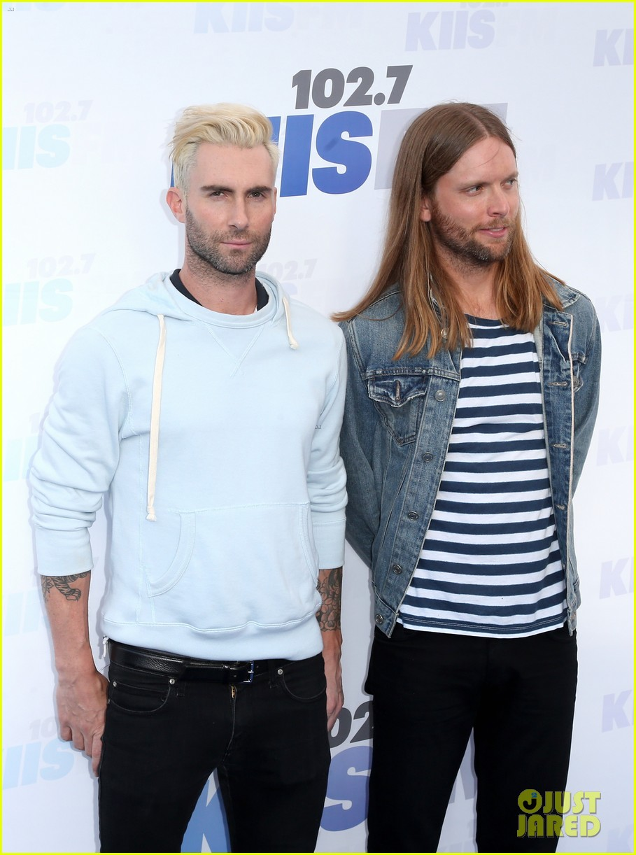 adam levine makes a funny face still is sexiest man alive 103110518