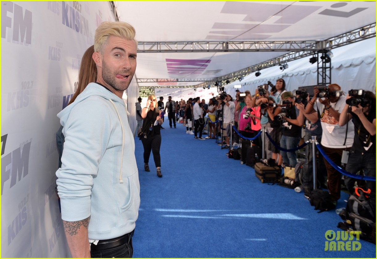 adam levine makes a funny face still is sexiest man alive 14