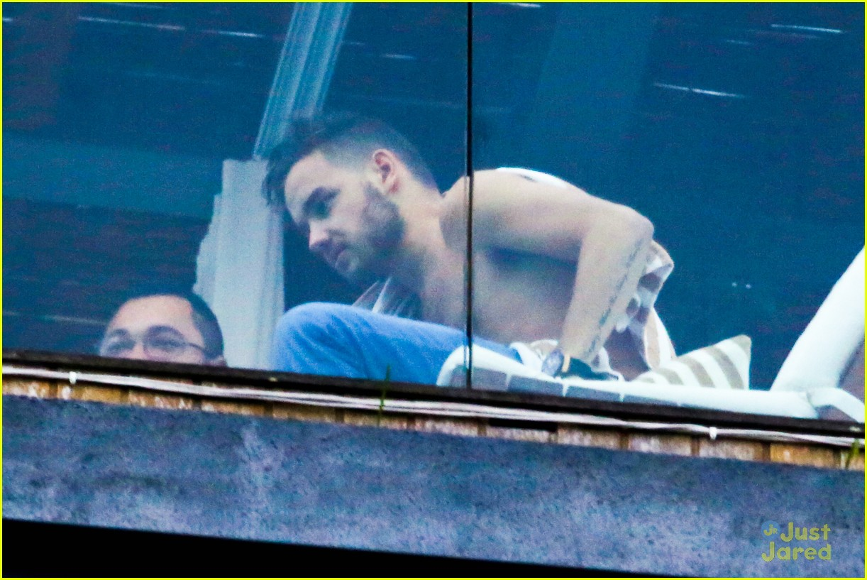 liam payne balcony sing for nicole 043109671