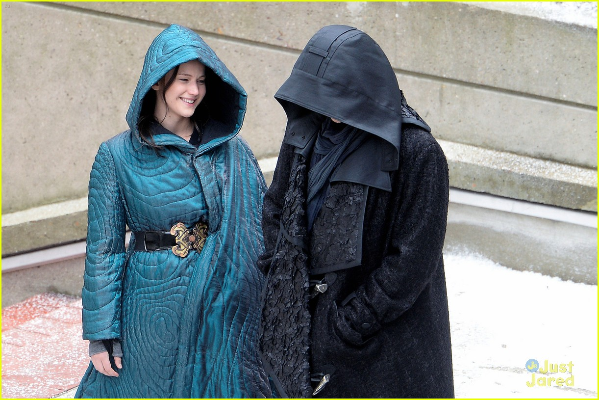 jennifer lawrence liam hemsworth mockingjay robes 033107827