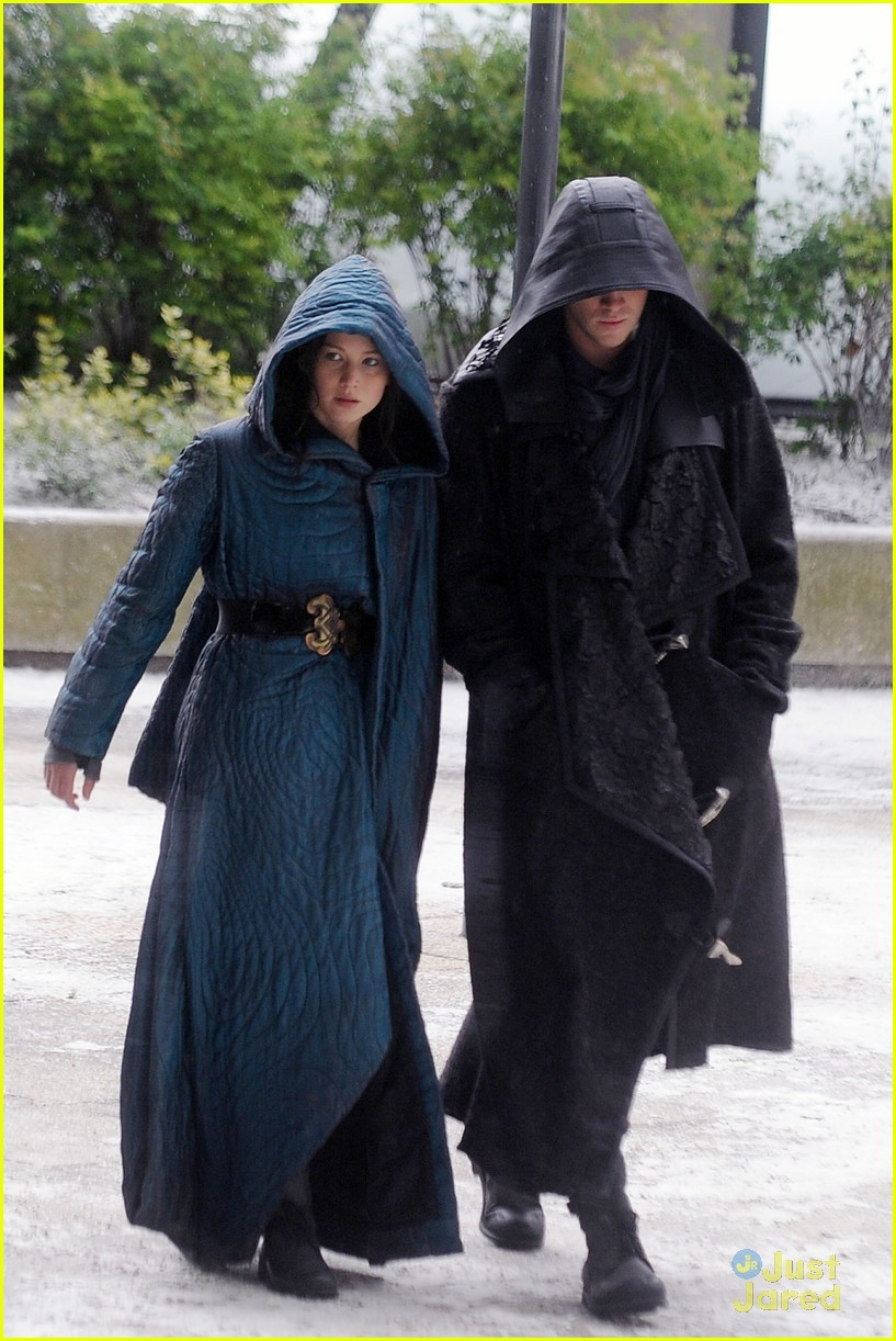 jennifer lawrence liam hemsworth mockingjay robes 043107828