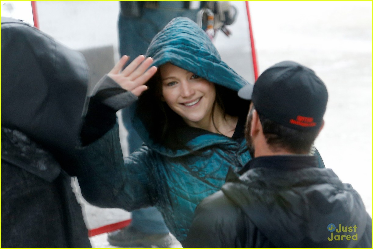 jennifer lawrence liam hemsworth mockingjay robes 103107834