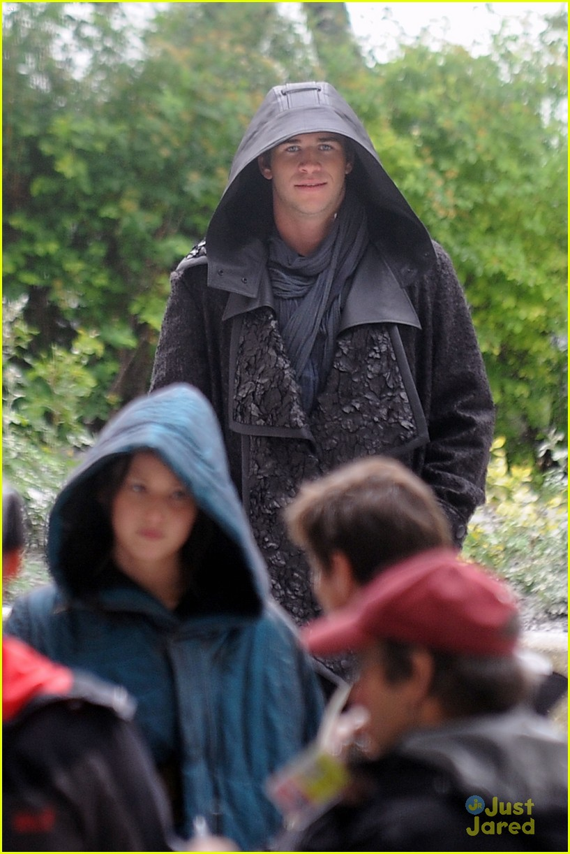 jennifer lawrence liam hemsworth mockingjay robes 153107839