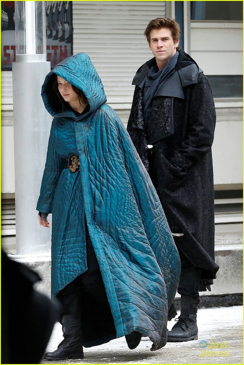 jennifer lawrence liam hemsworth mockingjay robes 163107840