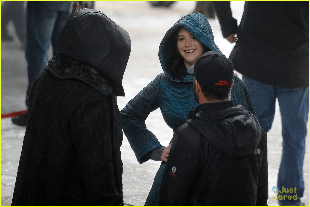 jennifer lawrence liam hemsworth mockingjay robes 173107841