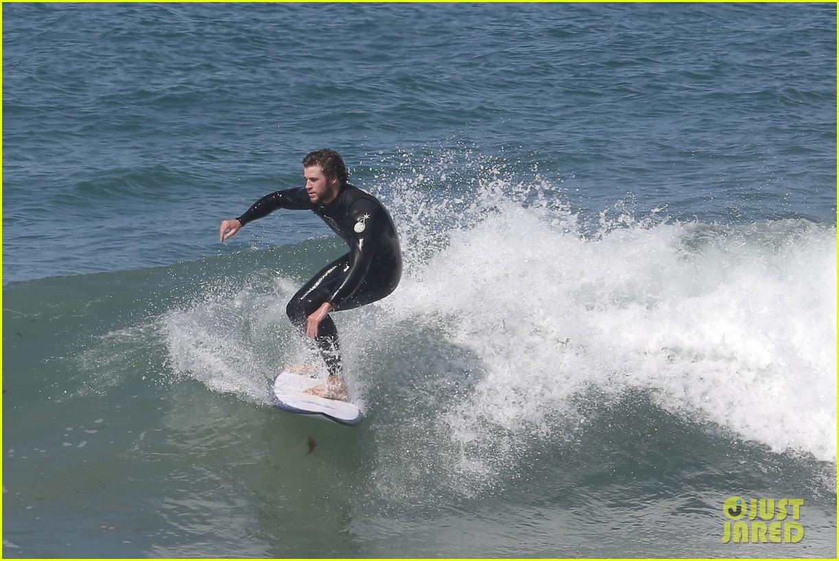 liam hemsworth hits waves malibu brother luke 043105140