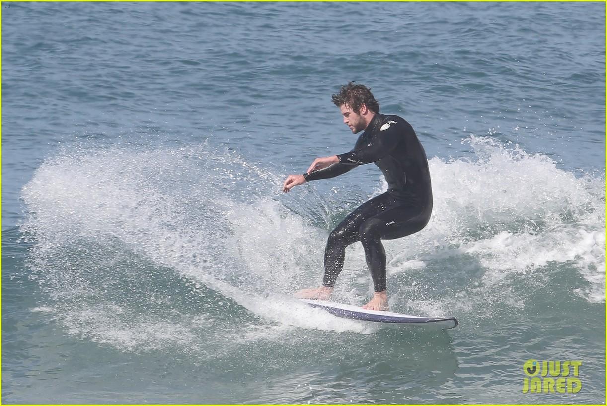 liam hemsworth hits waves malibu brother luke 123105148
