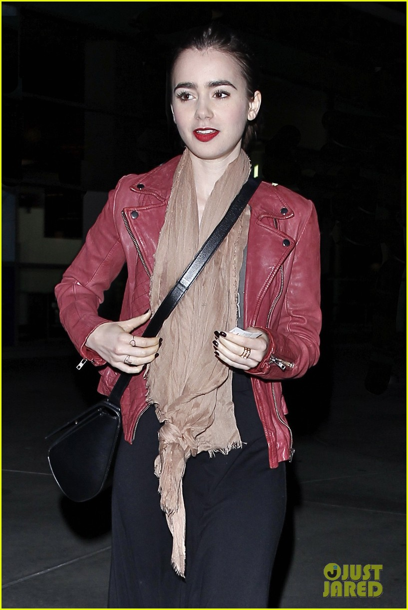 lily collins theater spider man 2 screening 013108566