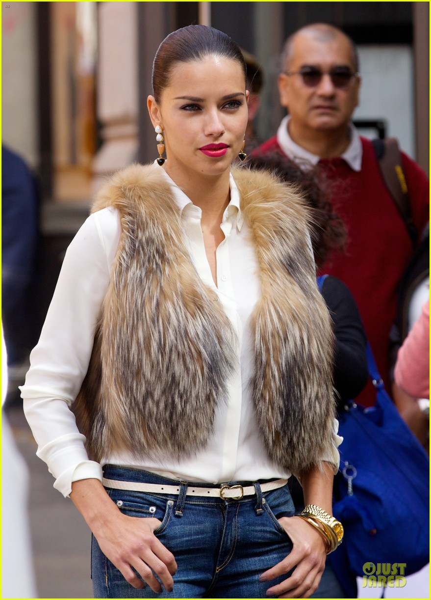adriana lima maybe its maybelline soho 133107054