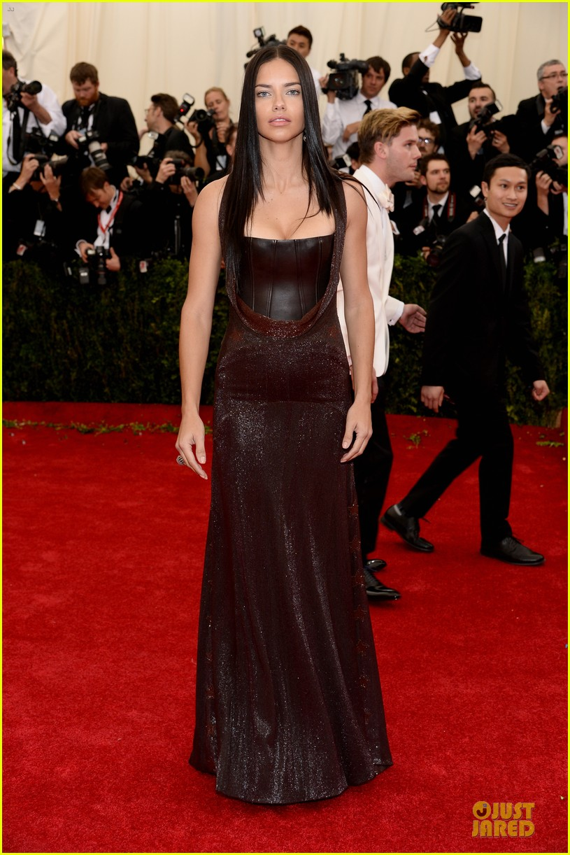 adriana lima amazing at met ball 2014 013106276