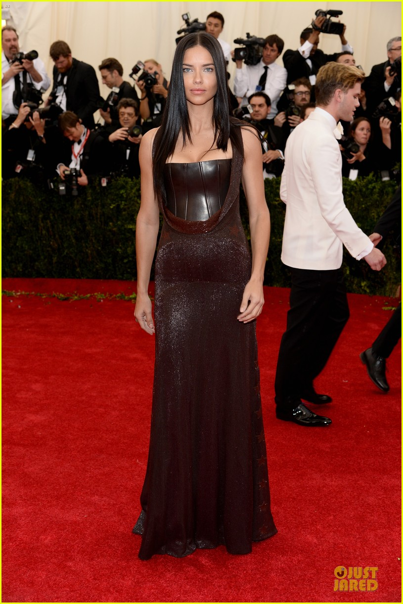 adriana lima amazing at met ball 2014 04