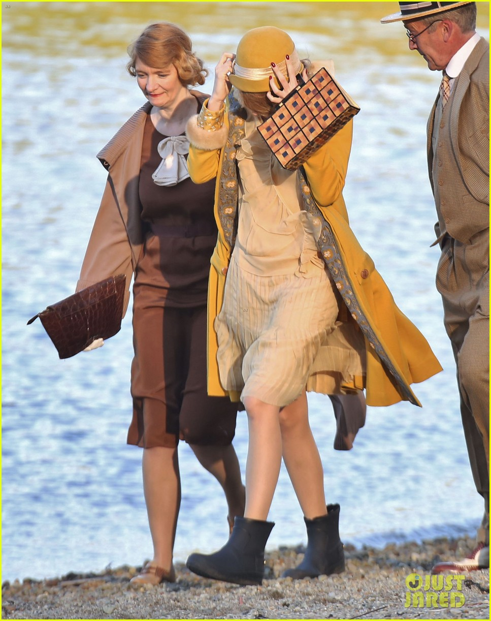 blake lively hits the beach in burnaby for age of adaline shoot 063102933