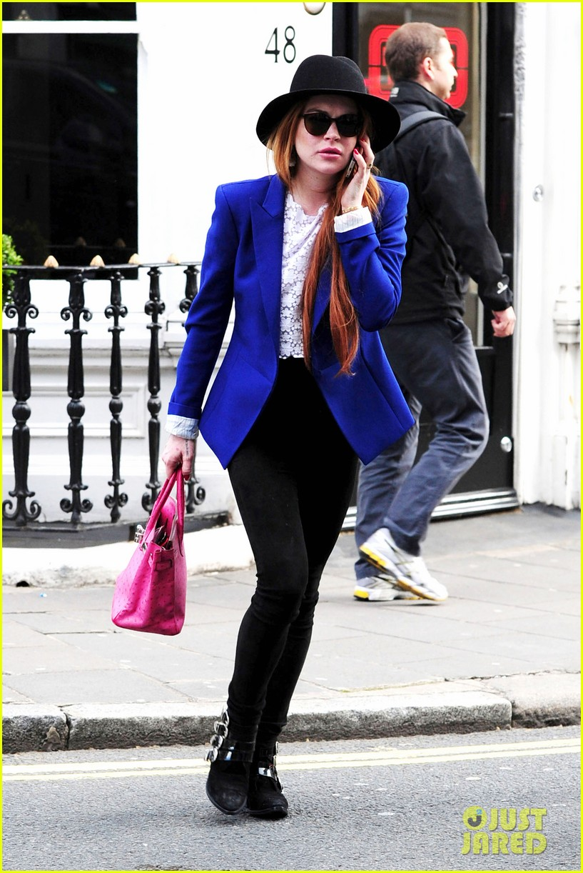 lindsay lohan feels blessed to have loving mom 063111268
