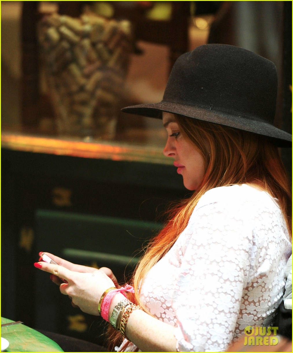 lindsay lohan feels blessed to have loving mom 213111283