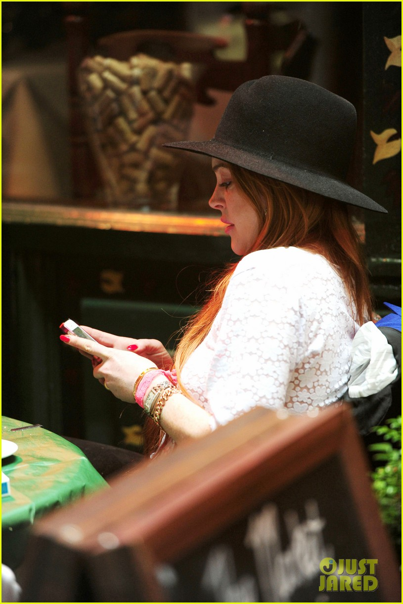 lindsay lohan feels blessed to have loving mom 263111288
