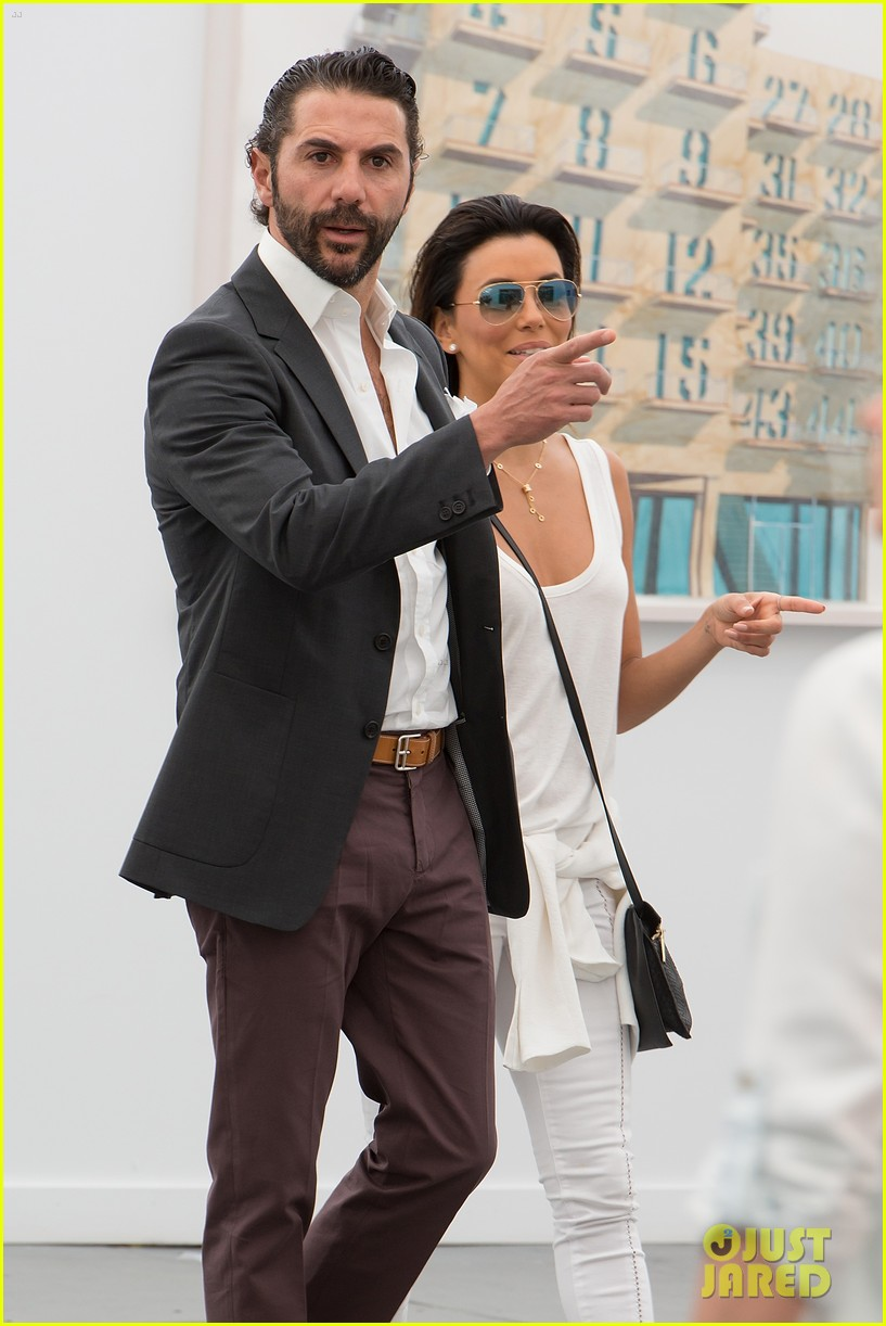 eva longoria boyfriend get cozy at fierze art festival 093111775