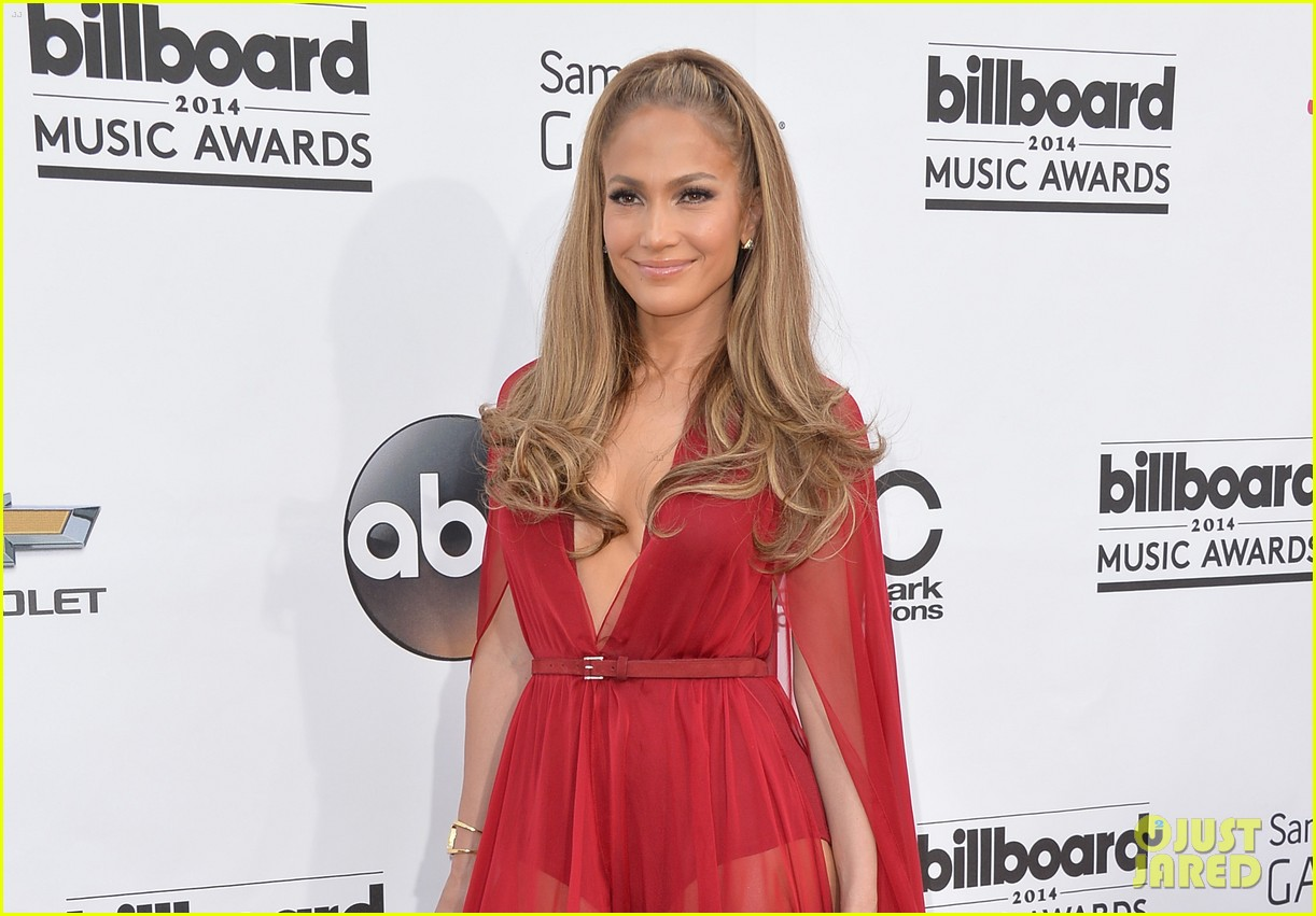 jennifer lopez casper smart billboard music awards 2014 red carpet 023116737