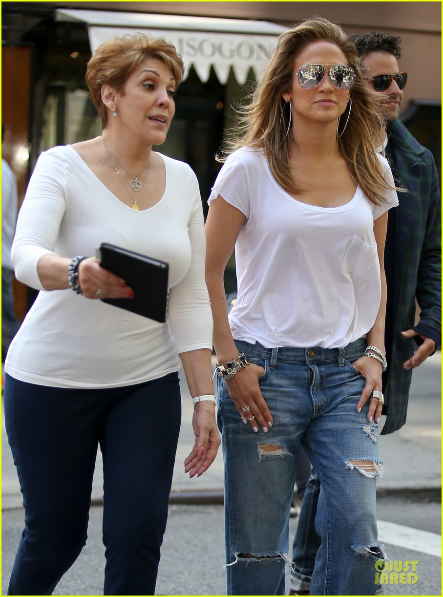jennifer lopez mom guadalupe spend time after mothers day 043111929