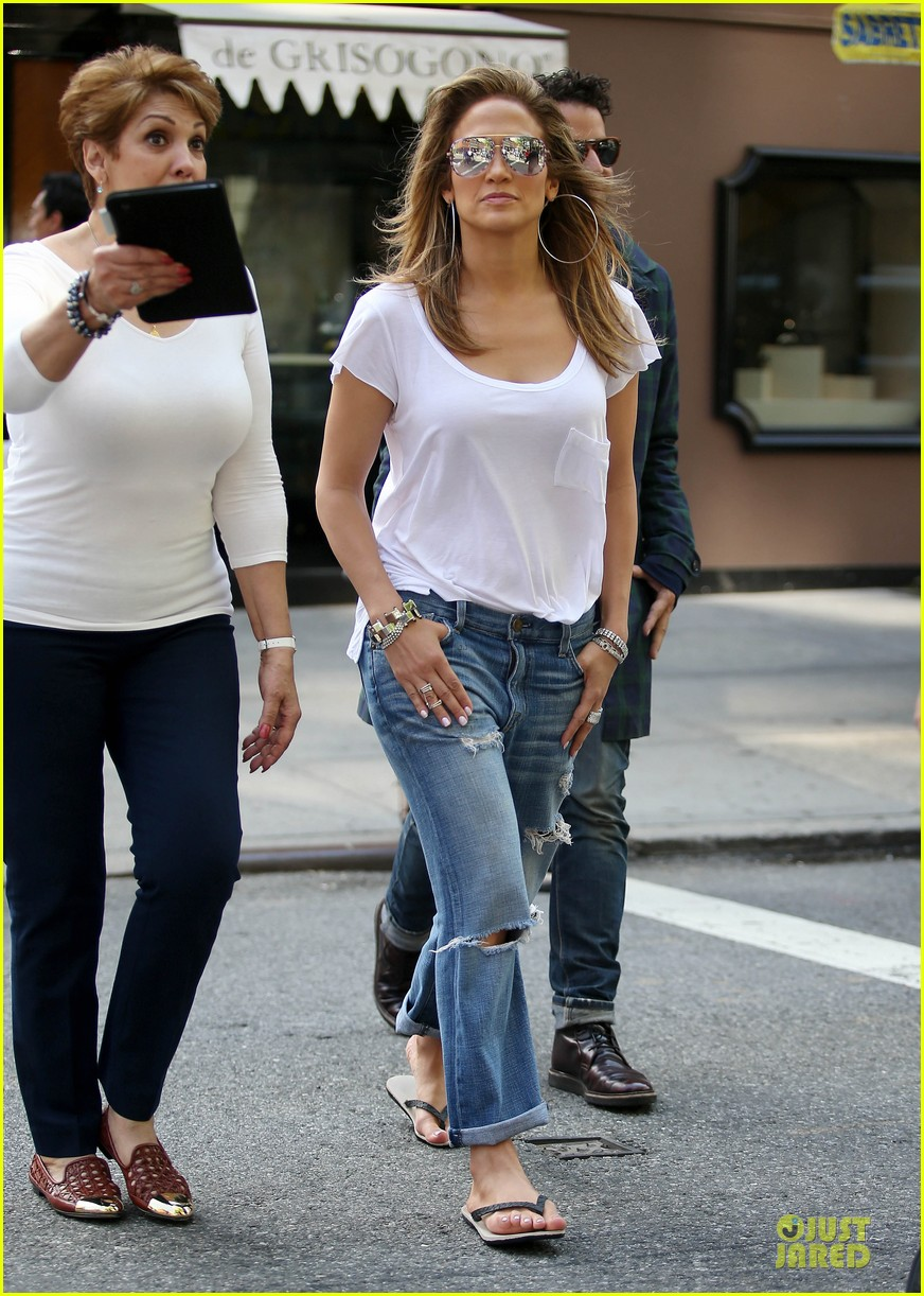 jennifer lopez mom guadalupe spend time after mothers day 103111935