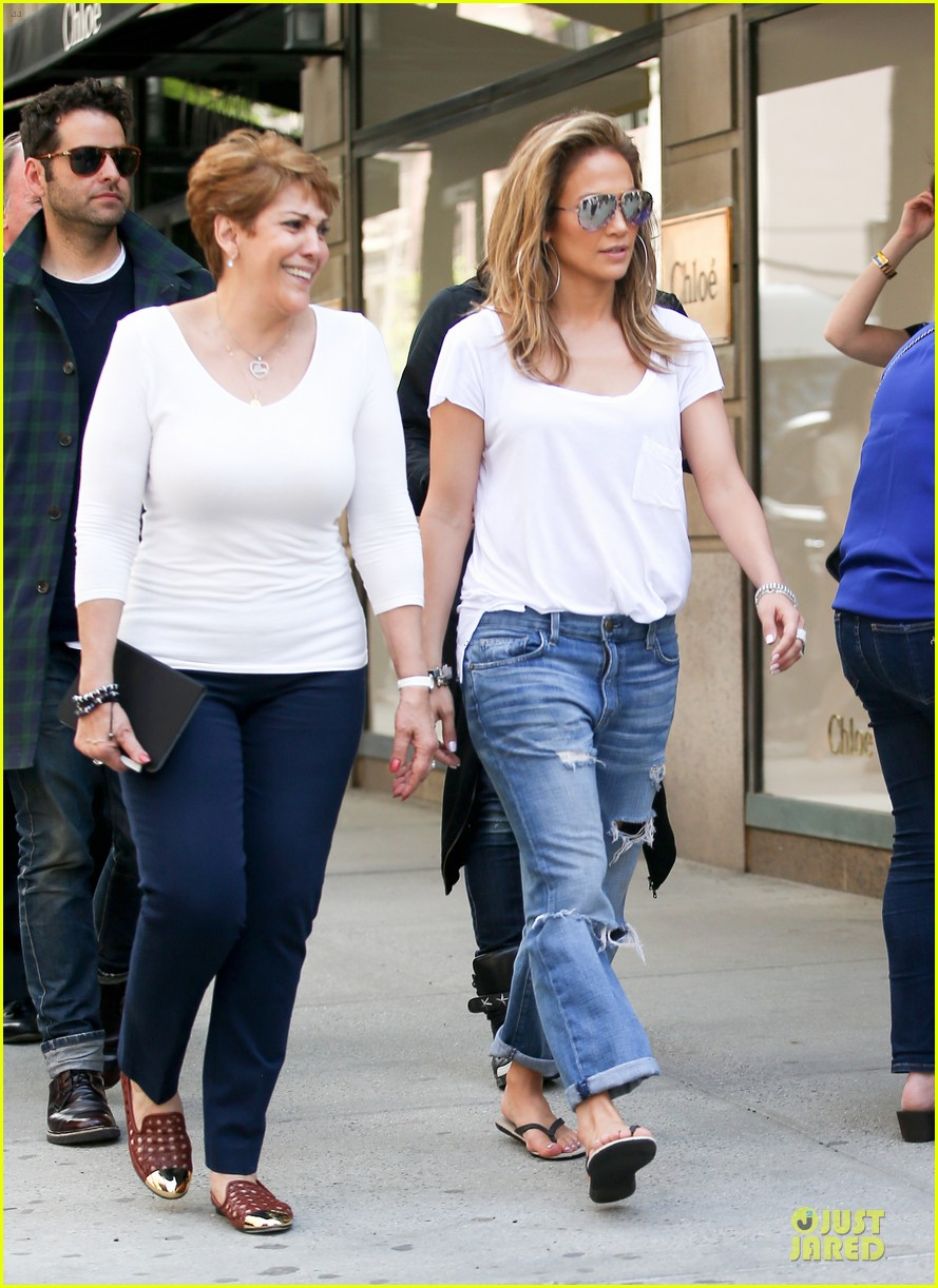 jennifer lopez mom guadalupe spend time after mothers day 113111936