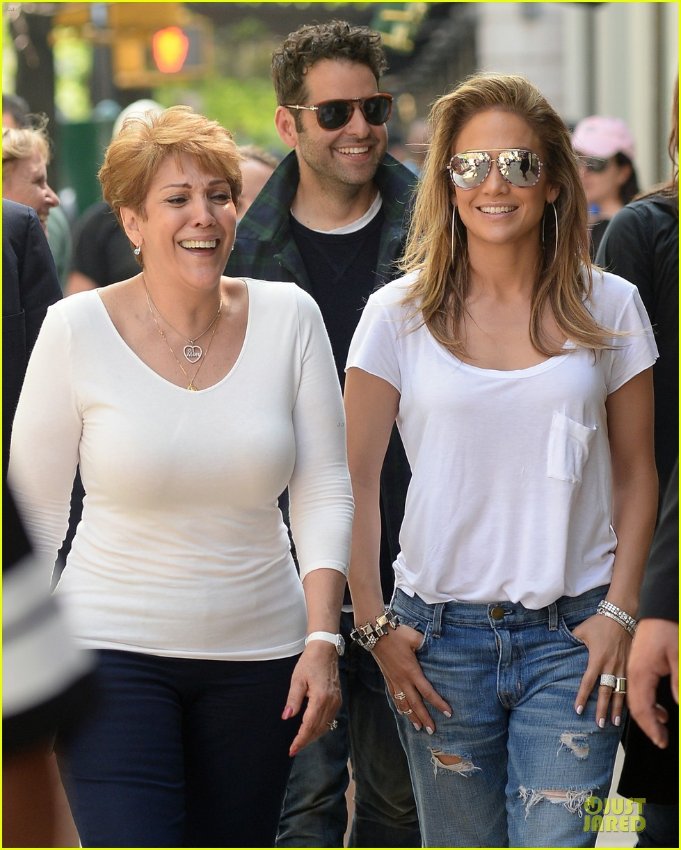 jennifer lopez mom guadalupe spend time after mothers day 123111937