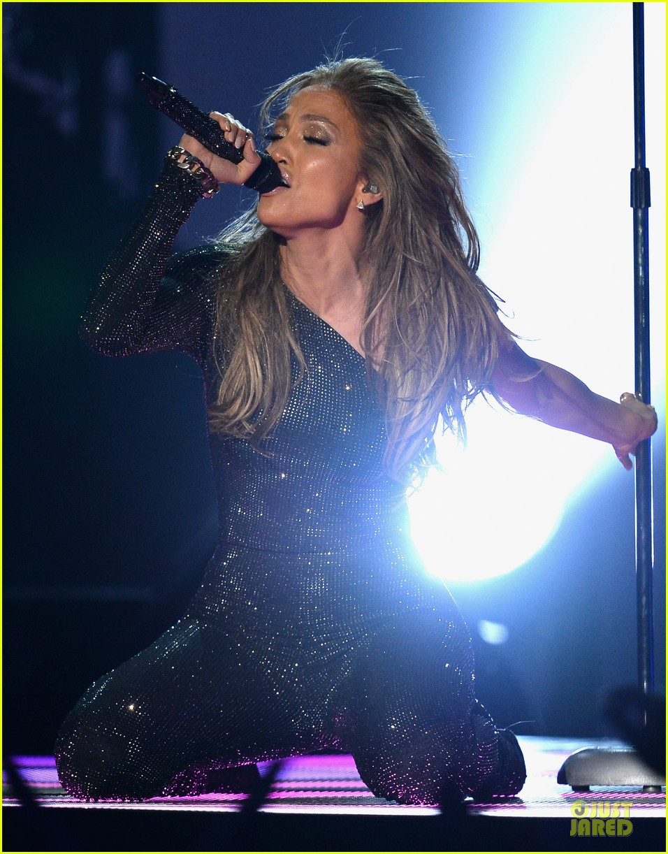 jennifer lopez performs first love billboard icon 02