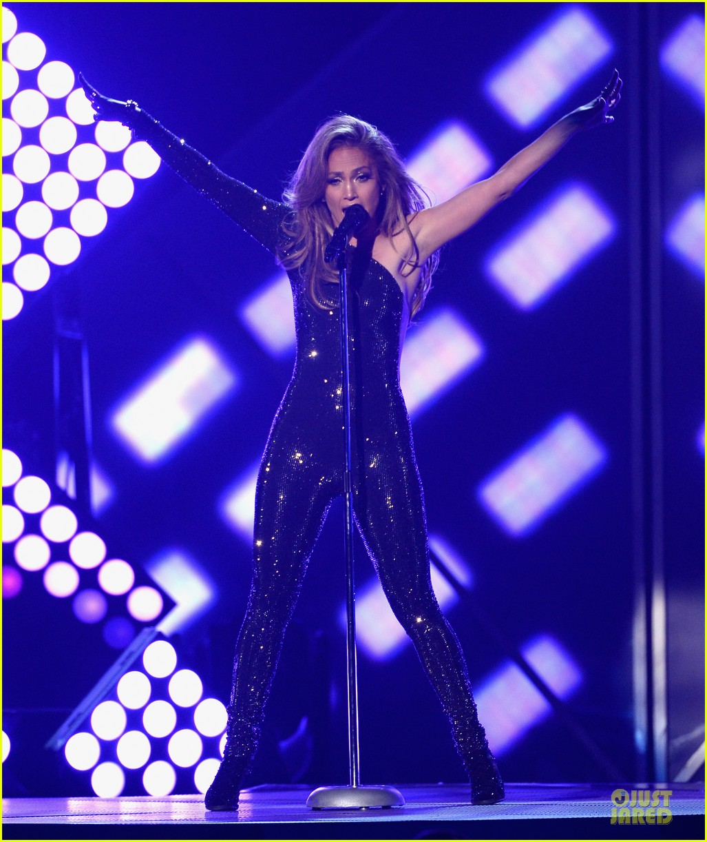 jennifer lopez performs first love billboard icon 033116982