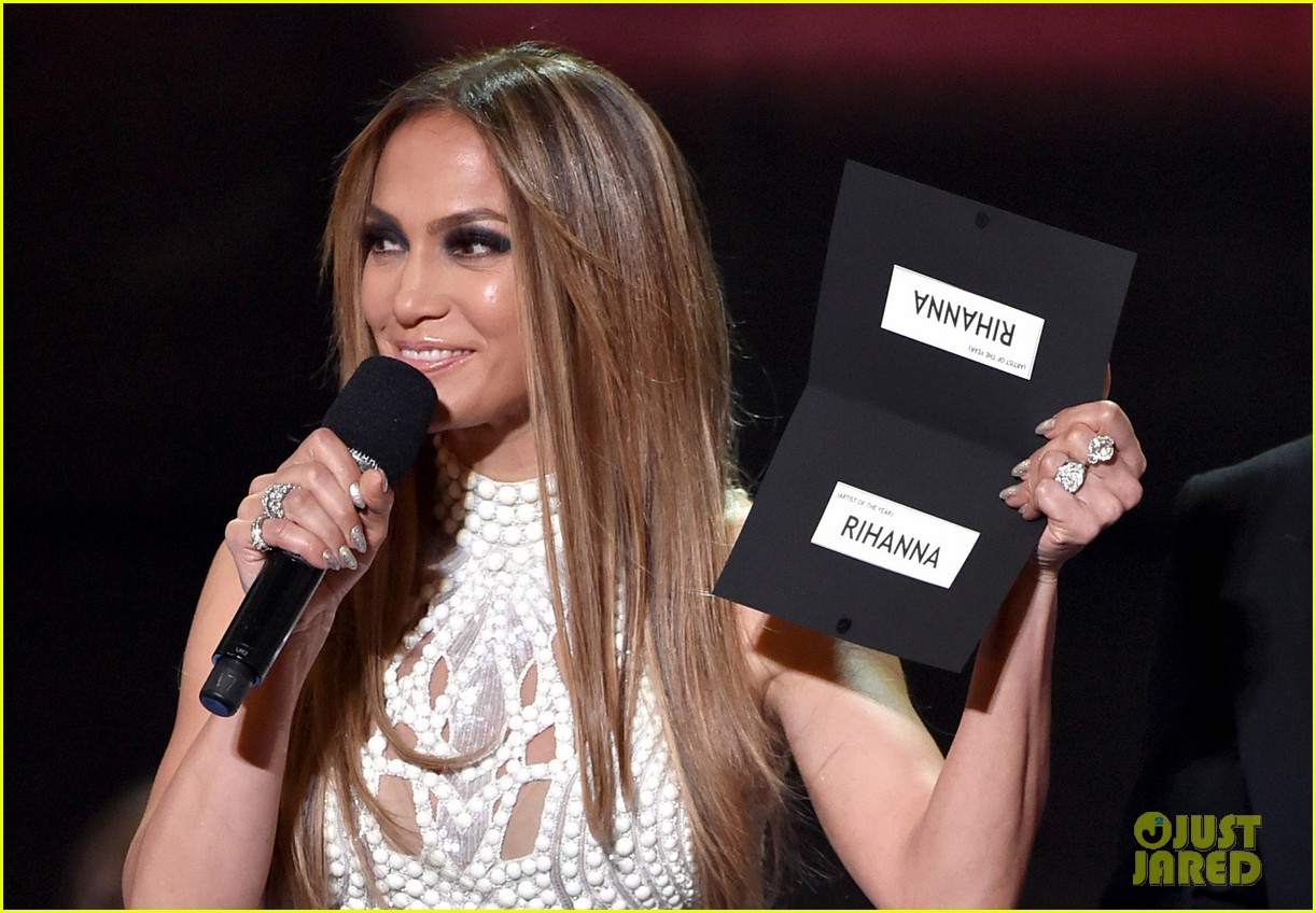 jennifer lopez goes from idol to iheartradio music awards 093103549
