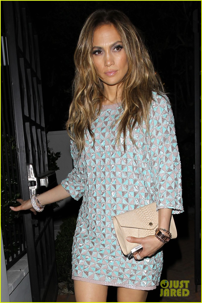 jennifer lopez grabs dinner with bff leah remini after american idol performance night 013103011