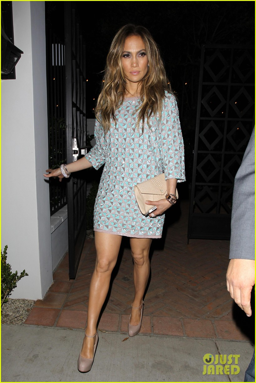 jennifer lopez grabs dinner with bff leah remini after american idol performance night 083103018
