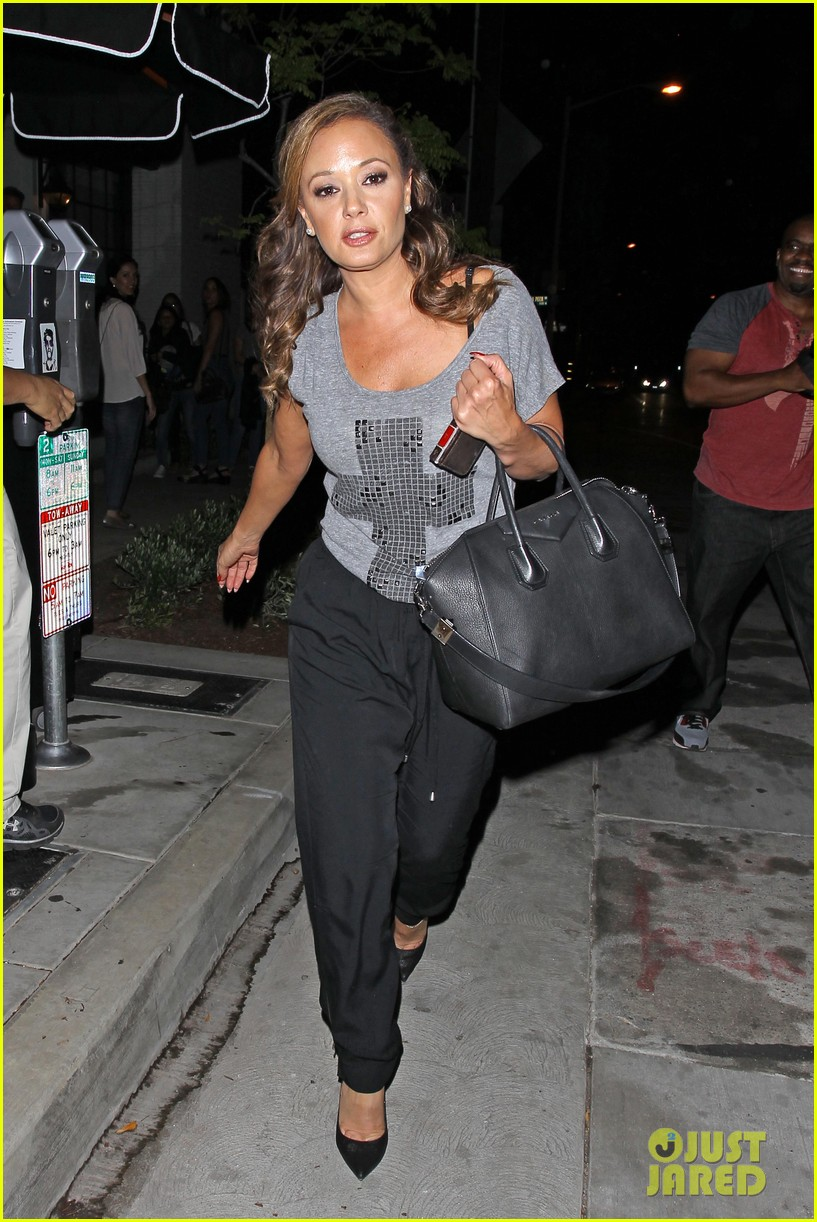 jennifer lopez grabs dinner with bff leah remini after american idol performance night 103103020